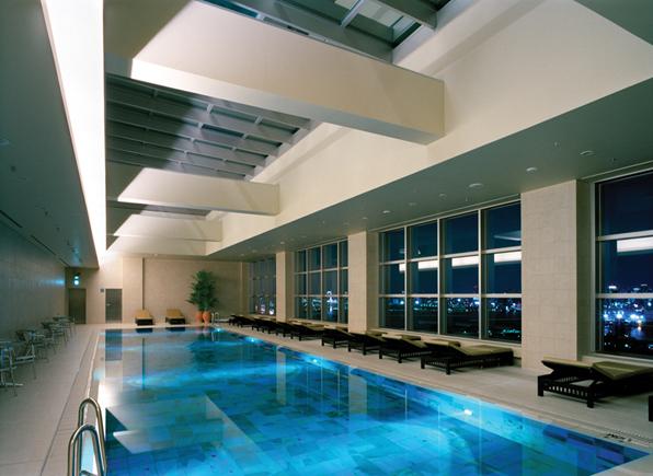 最上階のプール