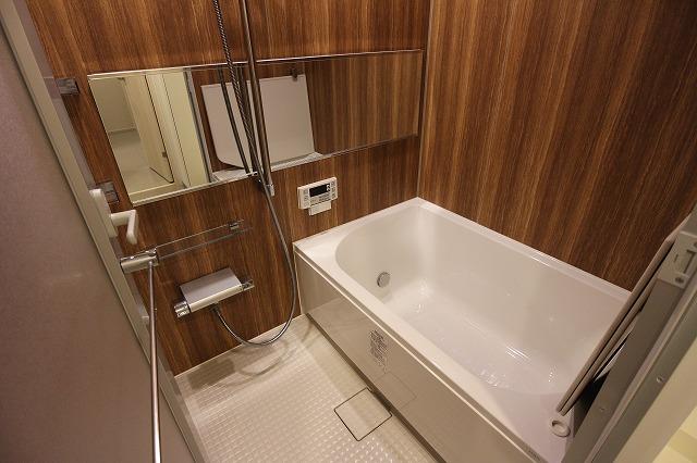 浴槽も広々としたものを採用。高級感のある仕上がりになっています。