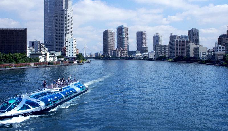 観光名所としても知られる隅田川が徒歩圏内に